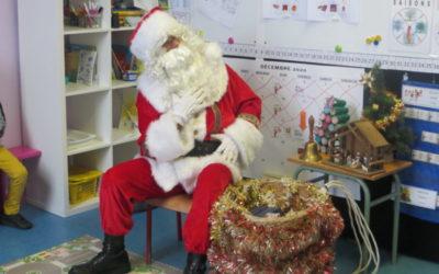 Le père Noël en visite dans les classes!